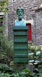 Sir Patrick Geddes Statue, Trunk's Close