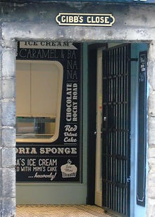 Gibb's Close Canongate, Edinburgh.JPG