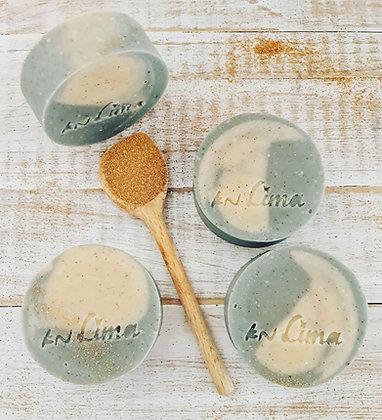 סבון רחצה בניחוח משגע עם בוץ מים המלח חלב קוקוס ופילינג עדין למקלחת מהנה