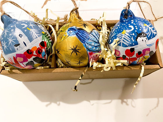 Handpainted Ceramic Bauble Christmas Bird 2