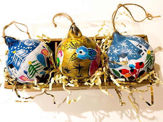 Handpainted Ceramic Bauble Set Christmas Bird