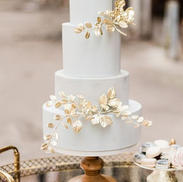 Elegant style cake