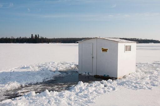 WINNIPEG RIVER ICE FISHING