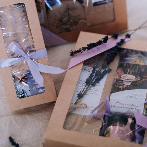 Подарок в крафт-коробке