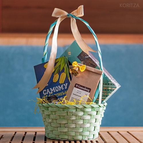 Подарок в плетёной корзине