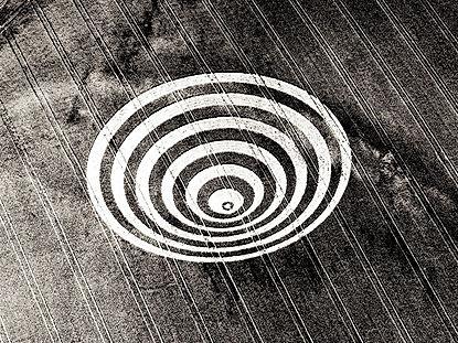 Cissbury_Rings,_England,_1995_-_1600x120