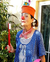 Sophies Clownseinsatz mit Zahnbürste