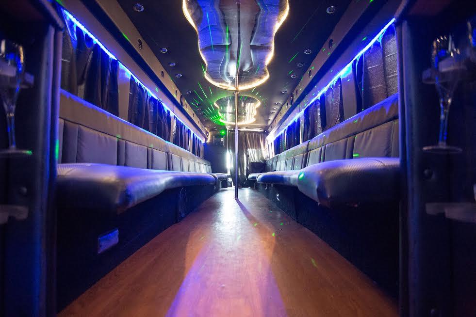 35 Passenger Partybus