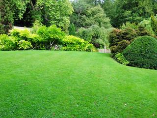 Connecticut Full Service Lawn Care & Landscape Maintenance Services | Southbury, Newtown, CT