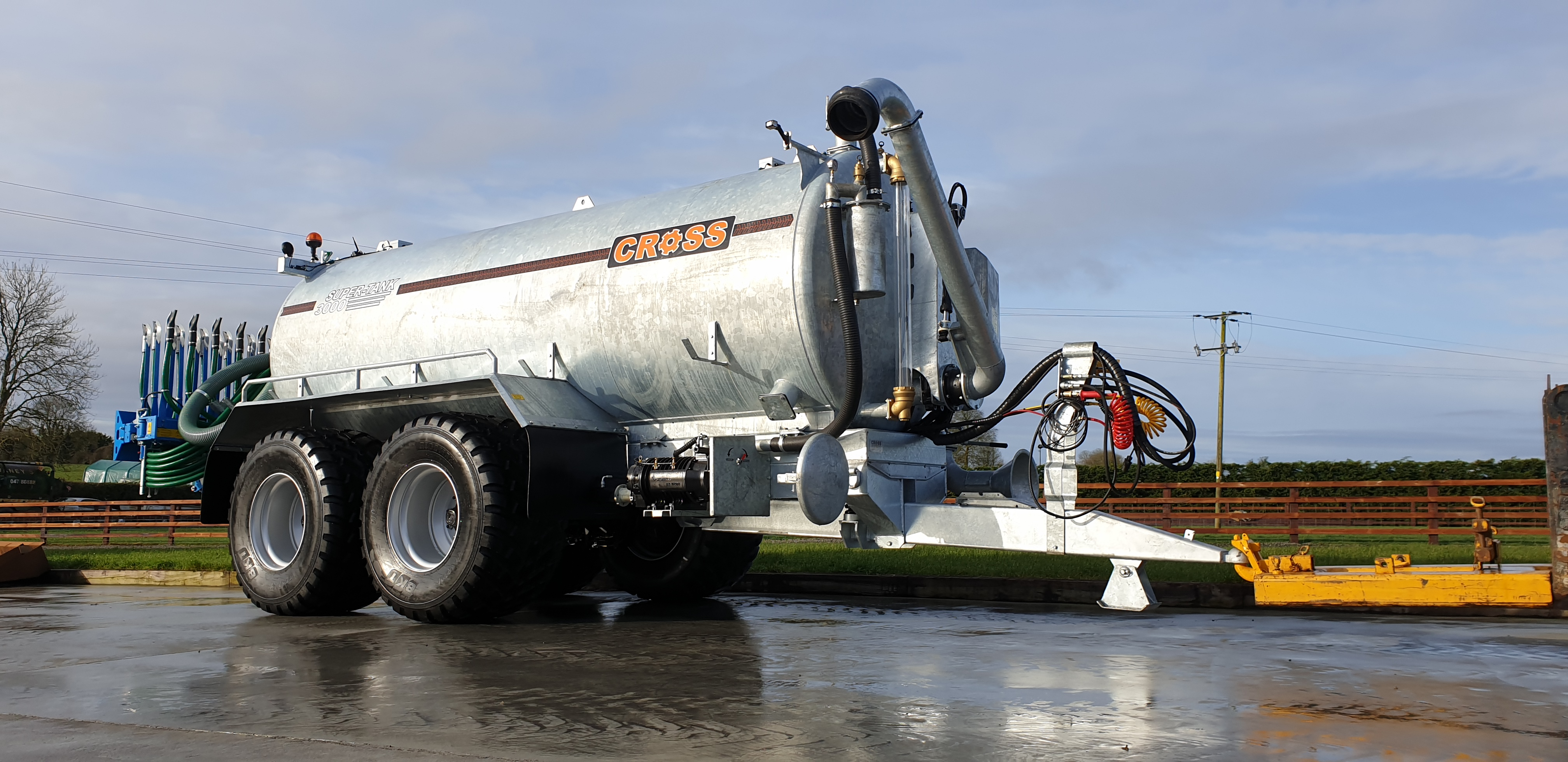 Cross 3000 Gallon Tandem Slurry Tanker with Bomech Trailing shoe