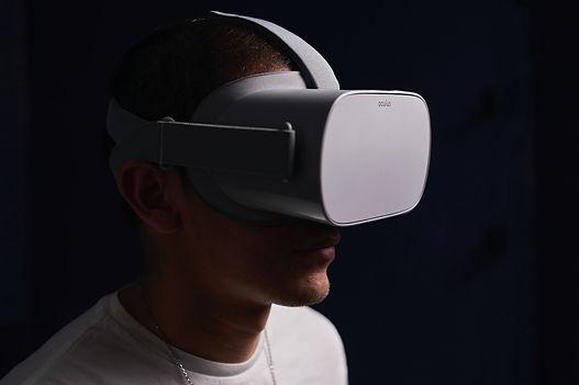 1920x1280White Oculus Questjpg.jpg