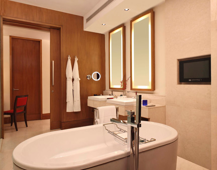 Oberoi Gurgaon Bathroom