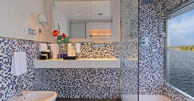 Zahra Luxury Suite Bathroom