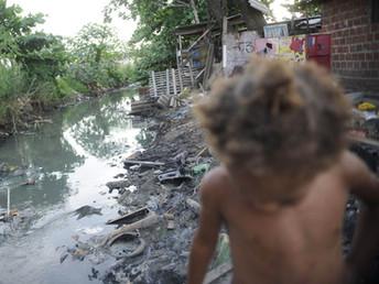 Com corte de R$ 6,5 bilhões em um ano, investimento em saneamento básico no país está em queda livre