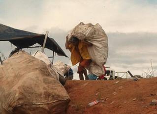 Vila Princesa, a favela onde 400 famílias vivem do lixo
