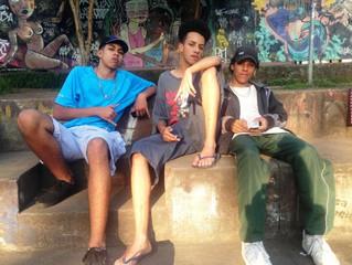 Praça de wi-fi vira espaço para produção artística de jovens no Grajaú