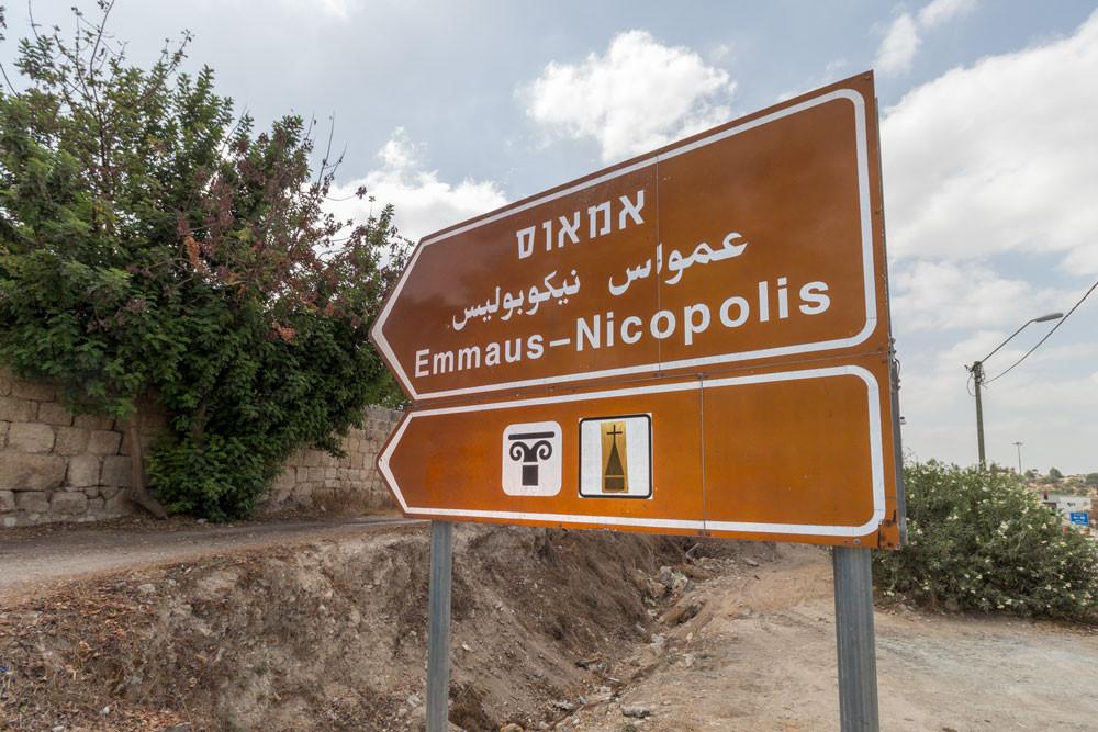 Placa indicando Emaús