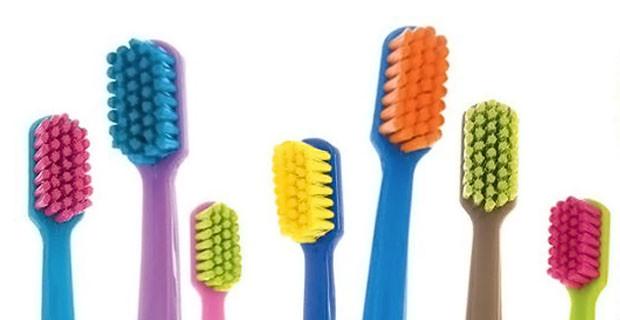 Use escova dental macia