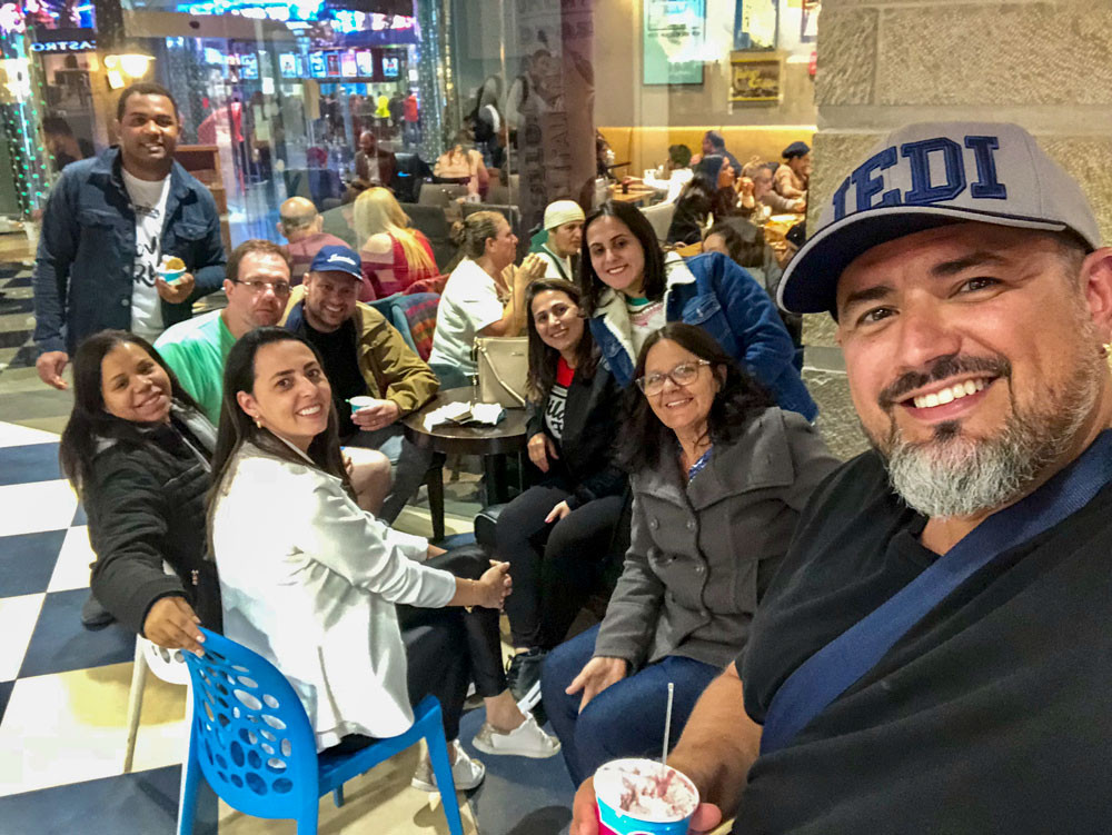 Saindo em grupo em Jerusalém
