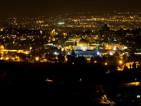 Passeando à noite em Jerusalém