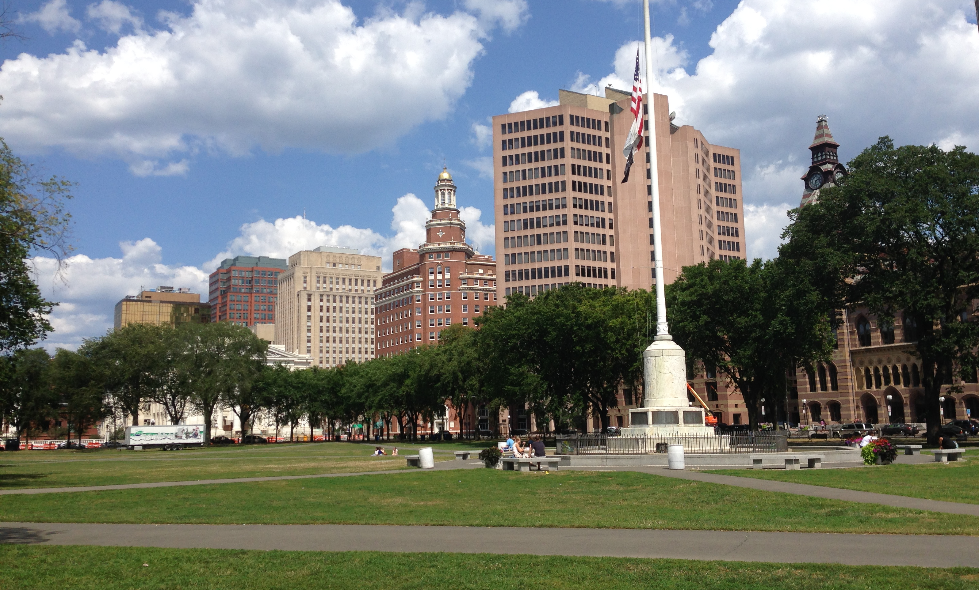 New_Haven_Green_looking_NE.png