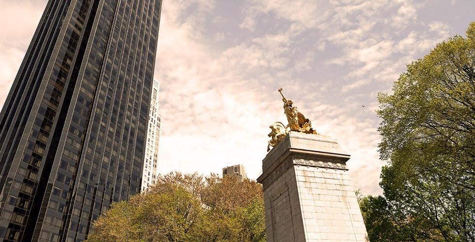 the-historic-golden-maine-monument-statu