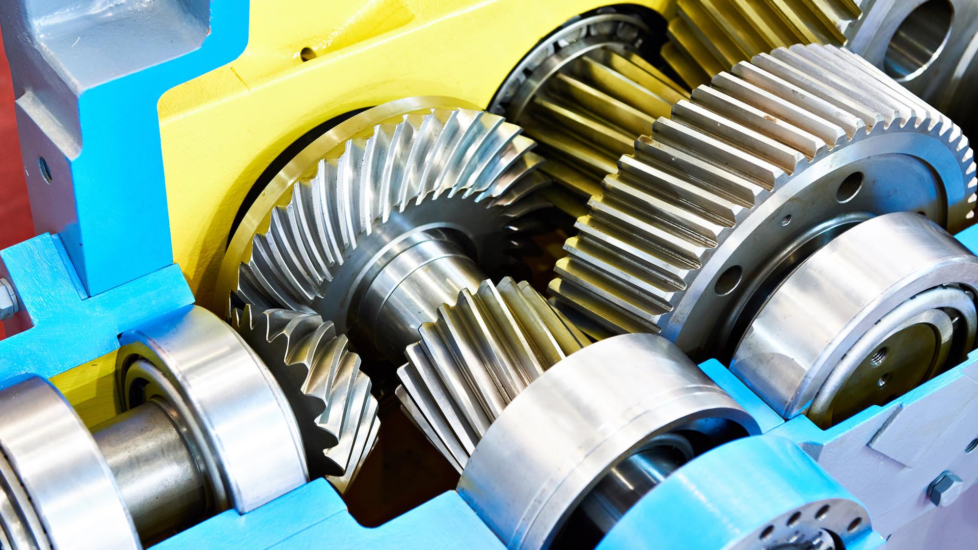 Gearwheels speed reducer cross section.j