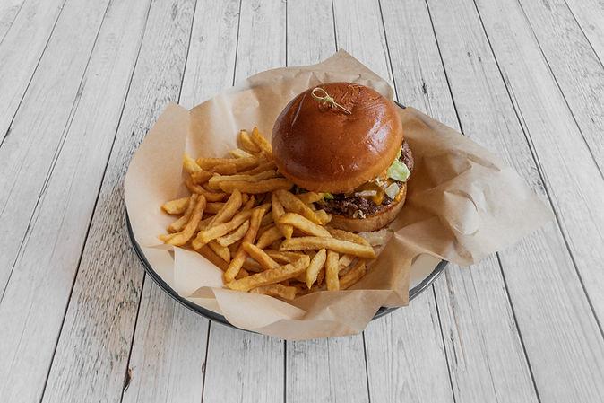 LeRelaisOdeon_Food_Cheeseburger_2.jpg