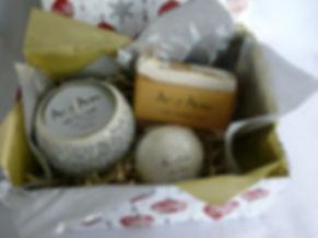 Giftbox White Mistletoe.JPG