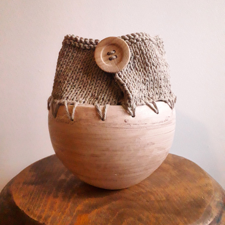 Dry vase, stoneware and cotton, wood button