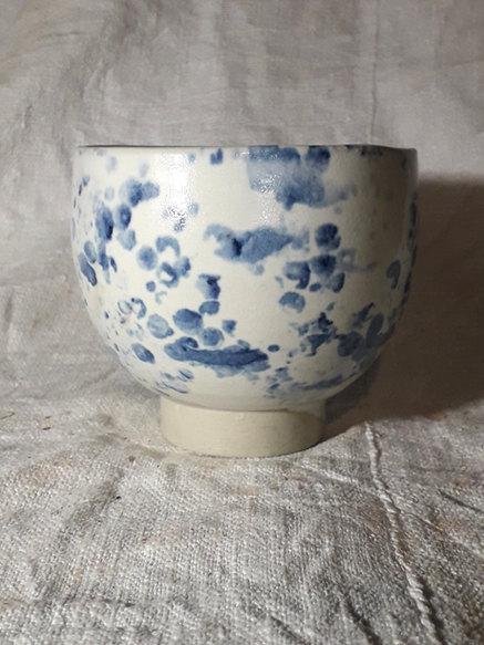Tasse ronde mouchetée bleue