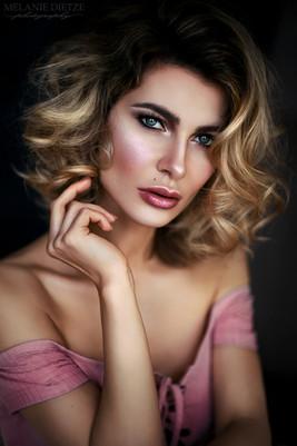 Photographer/Edit/Hair/Make up: Melanie Dietze Model: Magdalena