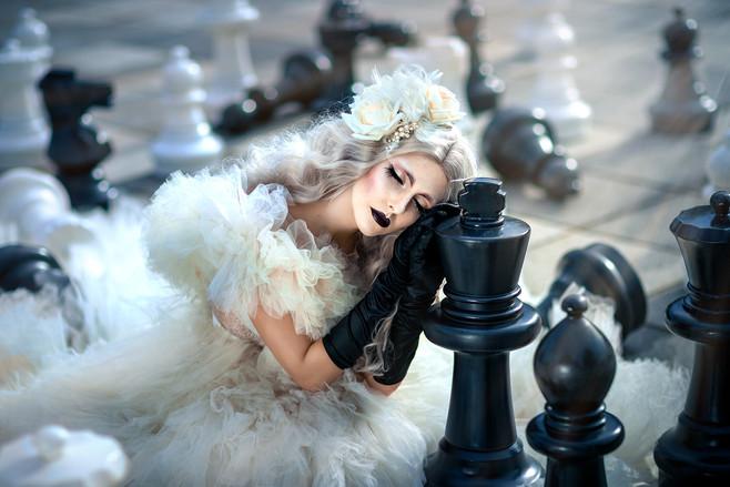 Photographer/Edit/Hair/Make up: Melanie Dietze Model: Lisa Dress: Valentina Braun