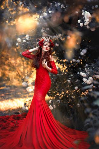 Photographer/Edit/Hair/Make up/Dress: Melanie Dietze Model: Sophie Theresa Headdress: Ivy Design