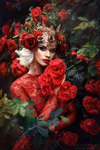 Photographer/Edit/Hair/Make up: Melanie Dietze Model: Jessica Dress: Jasmin Erbas Headdress: Ivy Design