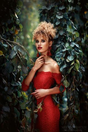 Photographer/Edit: Melanie Dietze Model: Taynara