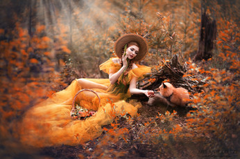 Photographer/Edit/Hair/Make up: Melanie Dietze Model: Theresa Dress: Lady Caro Lynn Fox: Leotie