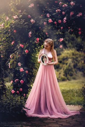 Photographer/Edit/Hair/Make up/Dress: Melanie Dietze Model: Nathalie