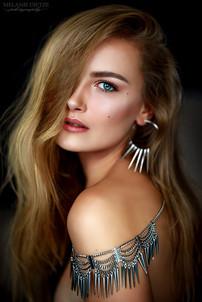 Photographer/Edit/Hair/Make up: Melanie Dietze Model: Gina