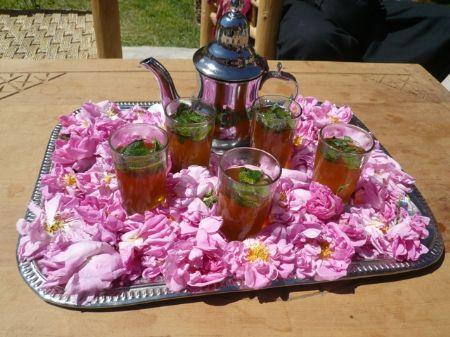 Le thé marocain et les roses