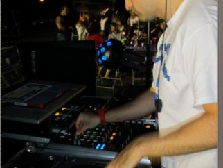 5 Tips on Establishing Yourself as a Successful Mobile DJ/MC