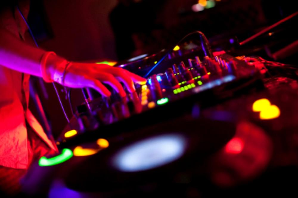 Long Island DJs