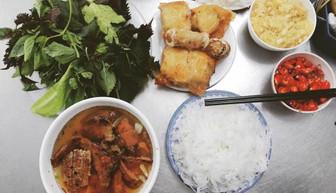 Huong Lien vermicelli and grilled chopped meat (Bún chả Hương Liên):