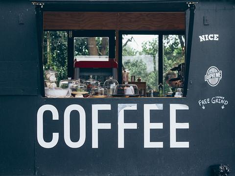 cafés & markets