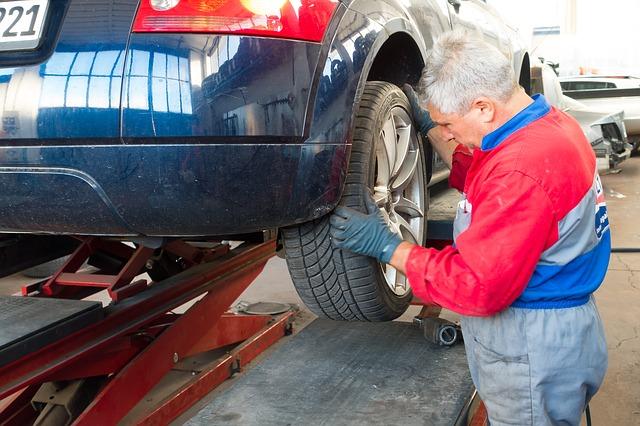 auto-repair-984946_640