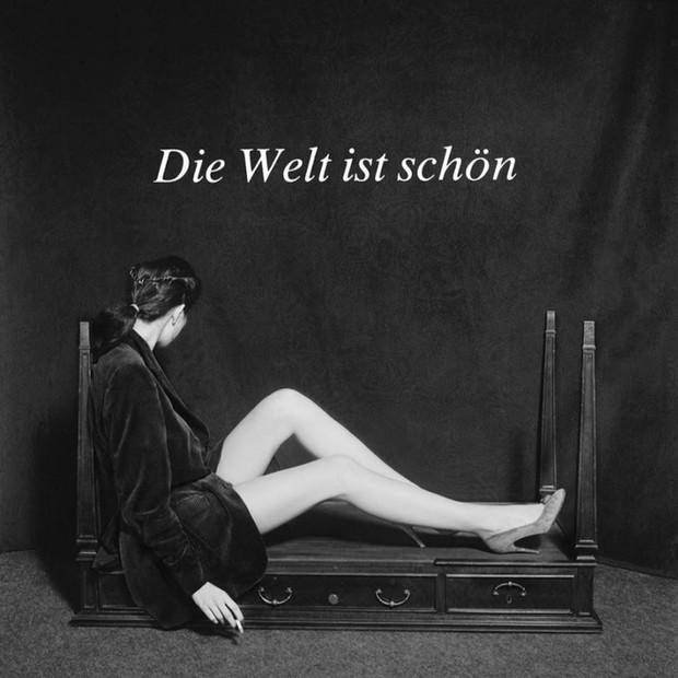 Die Welt ist Schön, 1980 100 x 100 cm. (39 x 39 in) Tiraje: 10 unidades Numeradas y firmada por el autor con certificado de garantía de la Galería. Papel Fine Art 325gr. Alfa celulosa Precio: 3.900 €