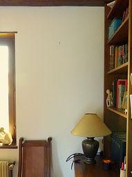 Photo de mur blanc avec déco bibliothèque