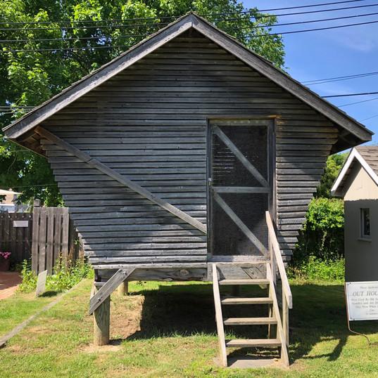 Corn Crib: Exterior