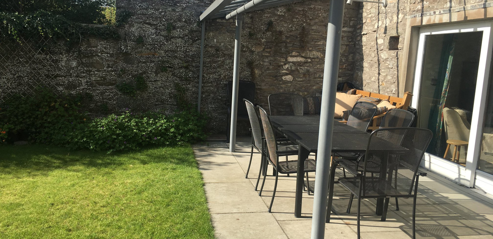 outdoor dining area at rusko house