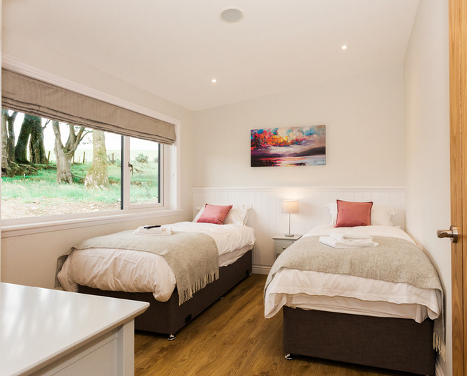 twin beds at gatehouse luxury lodges.jpg
